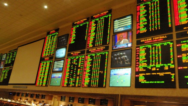Professional Gambling and Online Slots – A Contradiction in Terms, or a Glamorous Possibility?